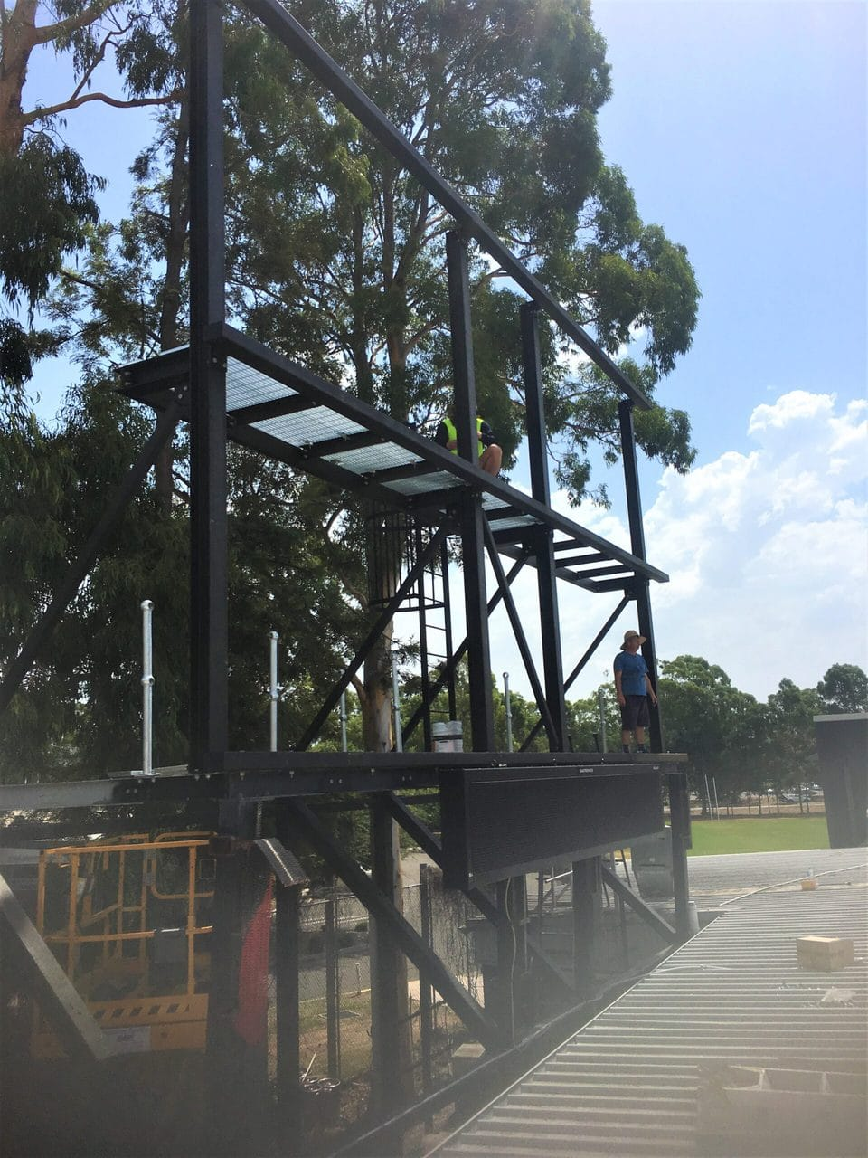 Steel Structures 32